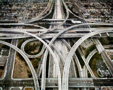 Världens kanske mest komplicerade motorvägskorsning finns där Interstate 105 och 110 skär varandra i Los Angeles.