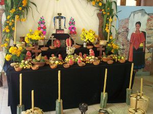 800px-Mexico-Day_of_the_Dead_altar