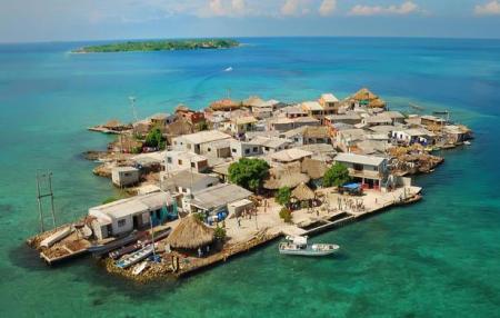 Santa Cruz del Islote utanför Colombia är världens mest tätbefolkade ö. I de 97 husen bor över 1 200 människor.